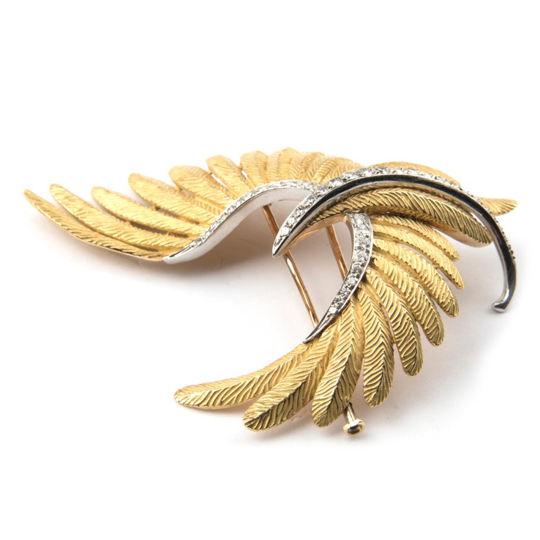 Bird Brooch, 18 Karat Yellow Gold Platinum and Diamond by Bulgari In Good Condition For Sale In London, GB