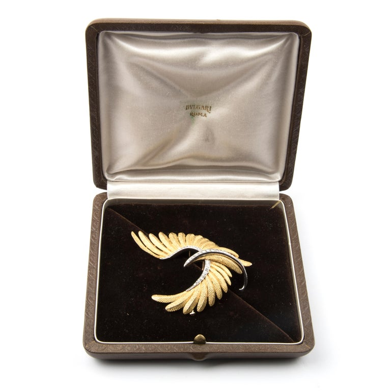 Bird Brooch, 18 Karat Yellow Gold Platinum and Diamond by Bulgari For Sale 1