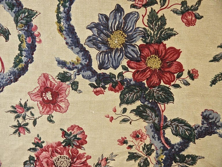 Birds and Flowers Linen Panel and Pair of Linen Curtains, French 19th Century For Sale 4