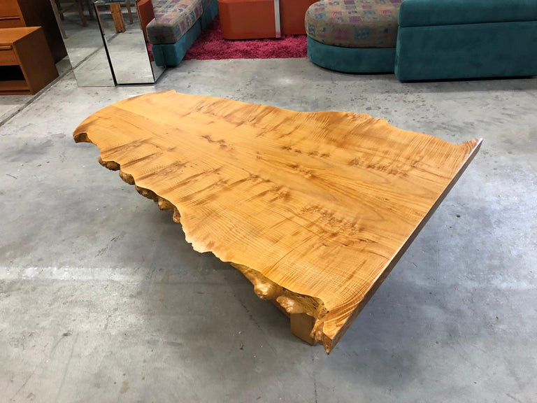 Bird's-Eye Maple Modern Live Edge Slab Coffee Table In Excellent Condition For Sale In Saint Petersburg, FL