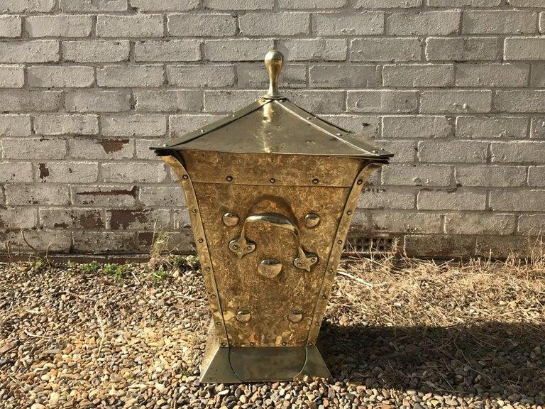 Birmingham Guild of Handicraft, Art & Crafts, Brass Coal Bucket In Good Condition For Sale In London, GB