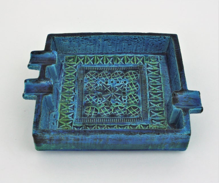 Signed Large Rimini blue Mid-Century Modern ashtray. It has 3 cigar or cigarette holders and it is made in blue glazed terracotta ceramic, designed by Aldo Londi and manufactured by Bitossi. Handcrafted in Italy with hand carved geometric design and