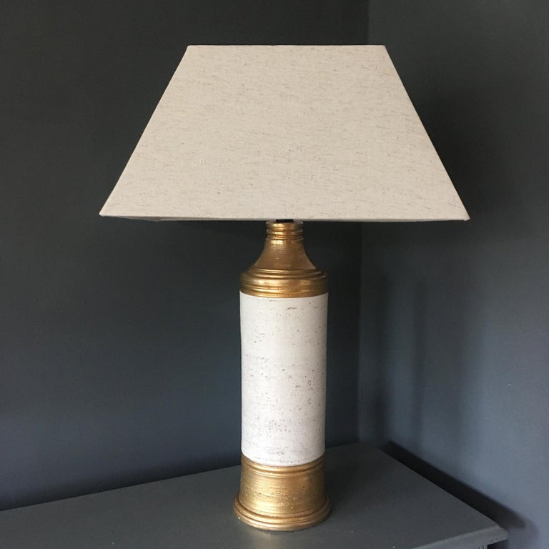Vintage table lamp by Italian ceramics company Bitossi for Bergboms, Sweden, circa 1960s.   The lamp has an off-white