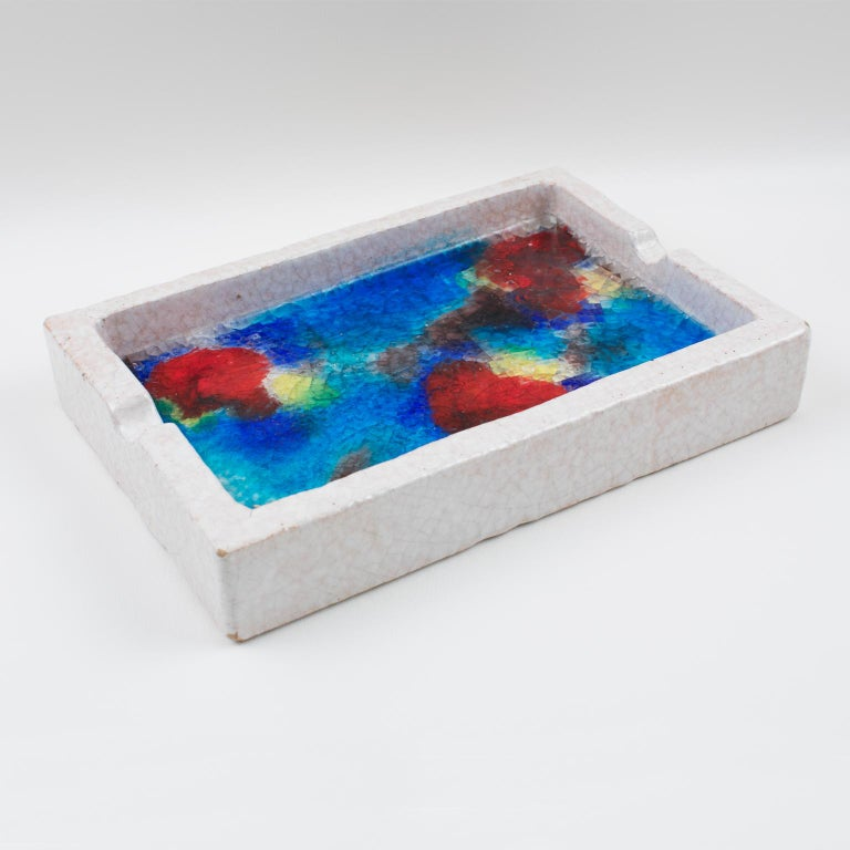Stunning 1960s Aldo Londi for Bitossi ceramic bowl or ashtray. Imported and distributed in the United States by Raymor of New York. Featuring a large-scale low bowl or tray or cigar ashtray with off-white glaze and multicolored abstract design in