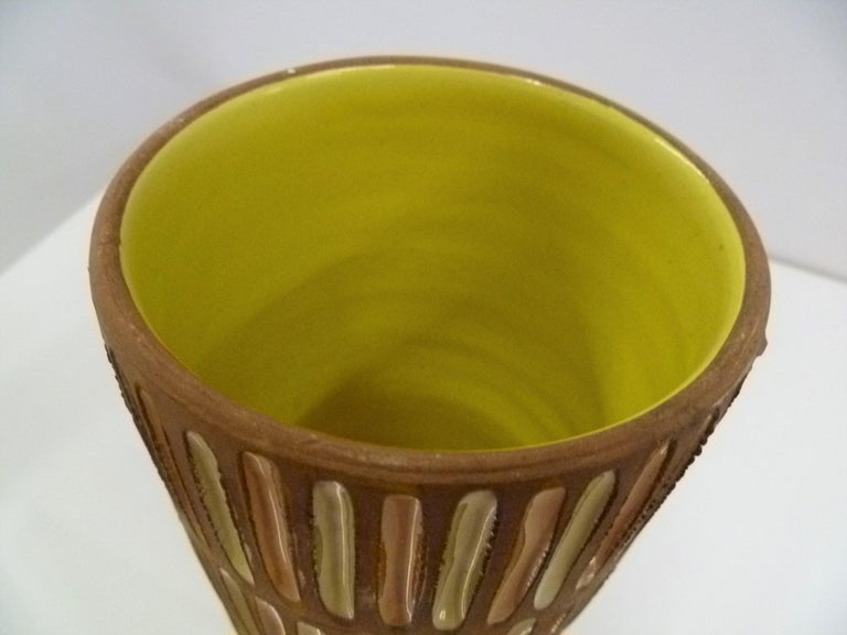 Bitossi Midcentury Italian Tall Footed Vessel for Raymor by Aldo Londi, 1960s For Sale 1