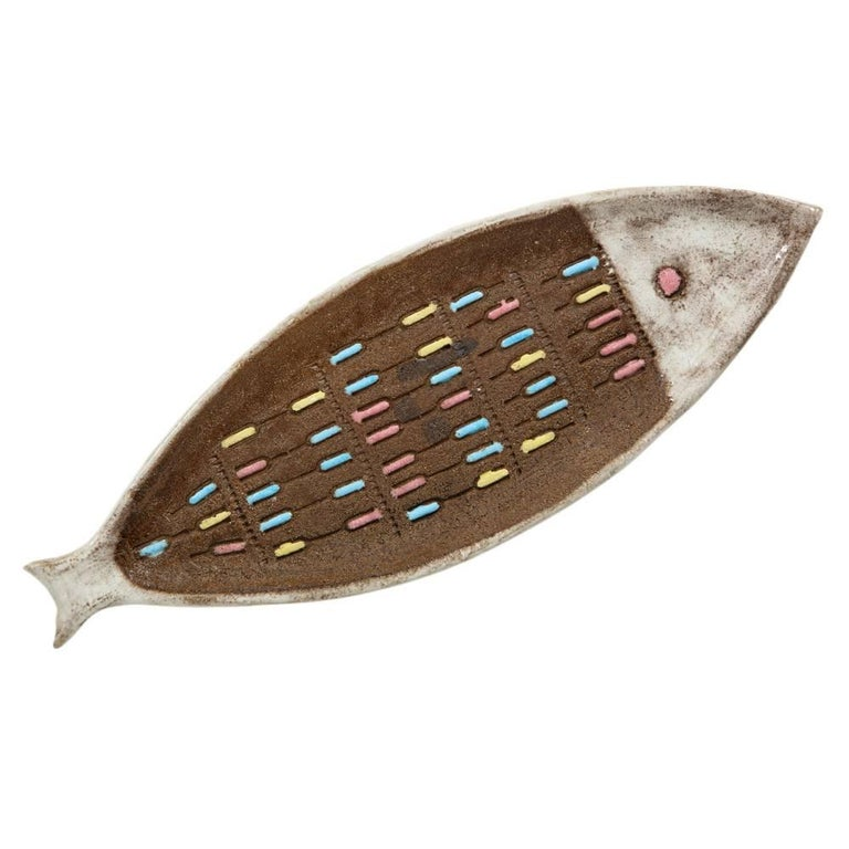 Bitossi for Raymor fish tray, ceramic, brown and white, signed. Medium to large scale tray with yellow, blue and pink dash patterns over an earthtone terracotta body. Both the head and tail are glazed in white. Signed with an early Raymor label