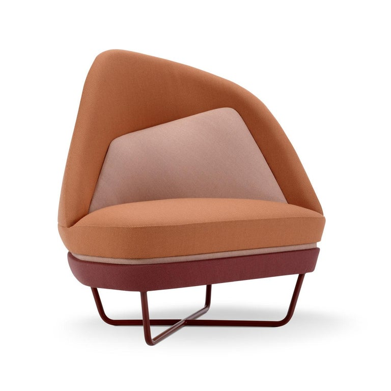 The geometry of this armchair varies depending on the perspective of observation. The innovative base is cast from a silk and bio-resin composite. Silk, in this way, becomes a product, through innovative processes on organic materials with less and