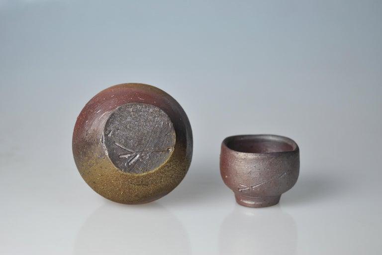 Showa Bizen Sake Set Flask and Cup by Living National Treasure Fujiwara Yu (1932-2001) For Sale