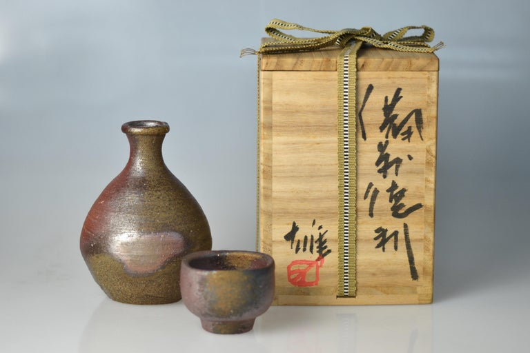 Bizen Sake Set Flask and Cup by Living National Treasure Fujiwara Yu (1932-2001) In Excellent Condition For Sale In Berlin, Berlin