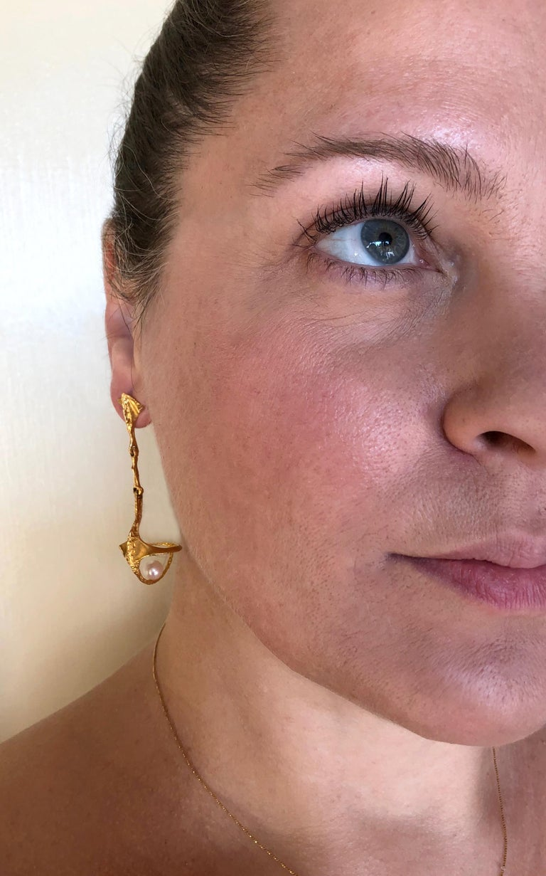 Bjorn Weckstrom Lapponia Finnish Modernist 14K Gold and Pearl Hinged Earrings In Good Condition For Sale In Los Angeles, CA