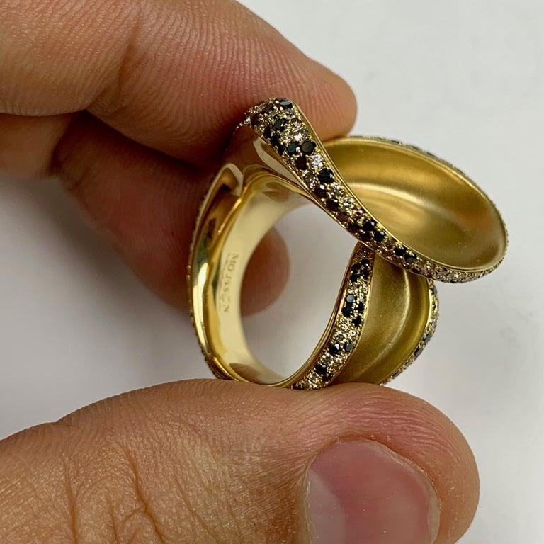 Black and Champagne Diamond 18 Karat Yellow Gold Ring 5