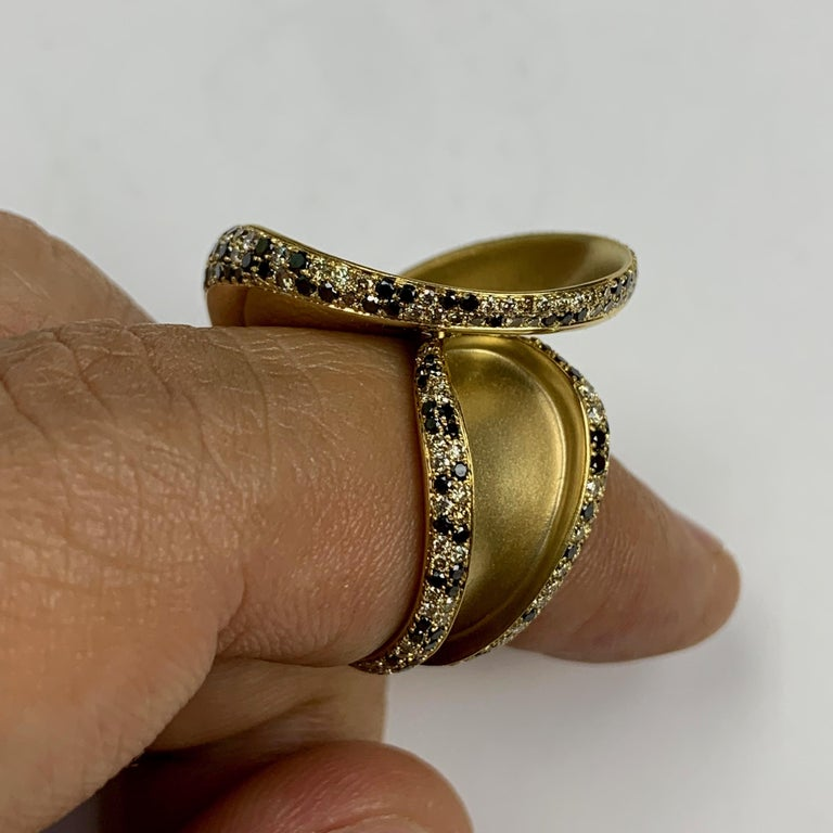 Black and Champagne Diamond 18 Karat Yellow Gold Ring 8