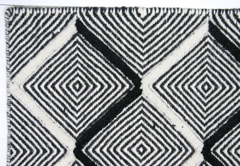 Black and Ivory Diamonds High Low Area Rug In New Condition For Sale In Los Angeles, CA