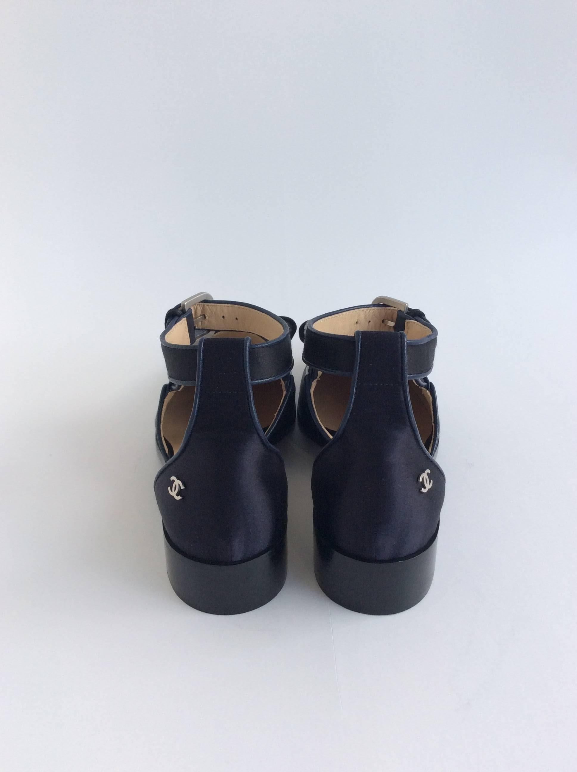 d52224dab3a Chanel Black and Navy Satin Sandals With Grosgrain Bows at 1stdibs