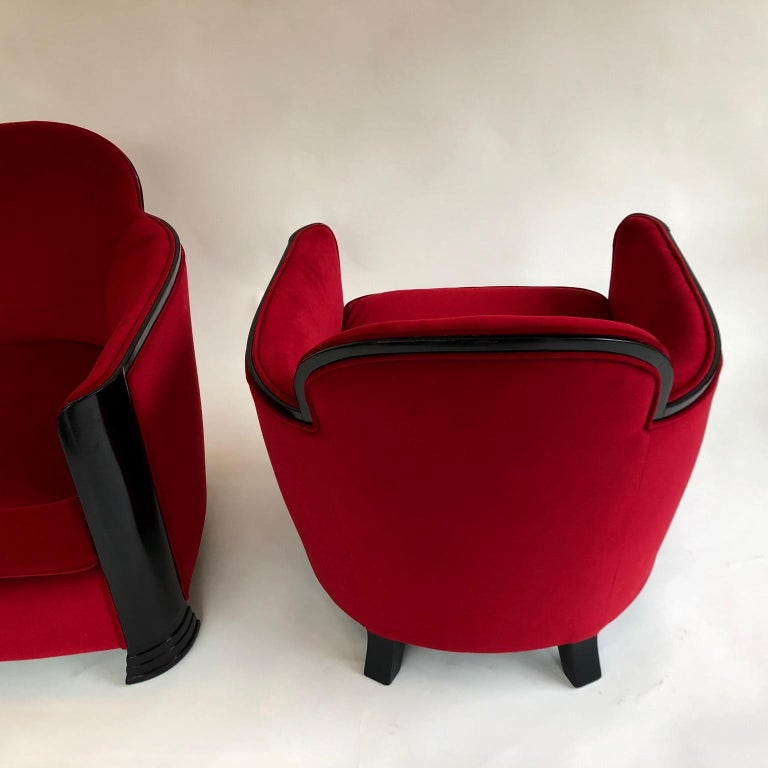 A comfortable Art Deco pair, style international, French Modernist, circa 1930s. Ebonized black and Upholstered in red cotton Velours.