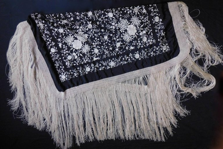 Black and White Cantonese Silk Embroidered Shawl with Long Fringe circa 1920 For Sale 1