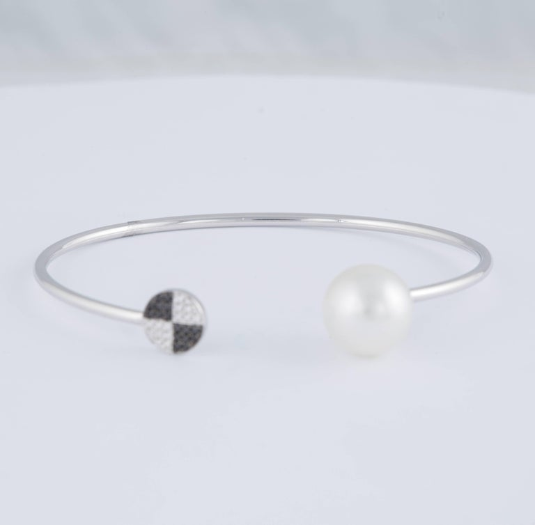Black and White Diamond South Sea Pearl Bangle 0.12 Carat 18 Karat White Gold In New Condition For Sale In New York, NY