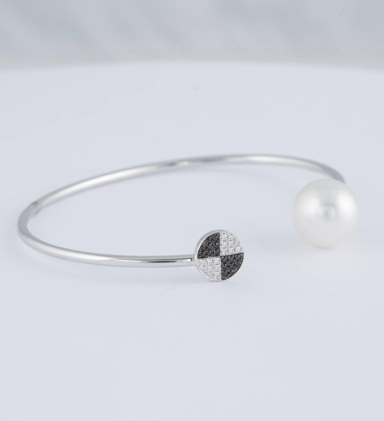 Black and White Diamond South Sea Pearl Bangle 0.12 Carat 18 Karat White Gold For Sale 2