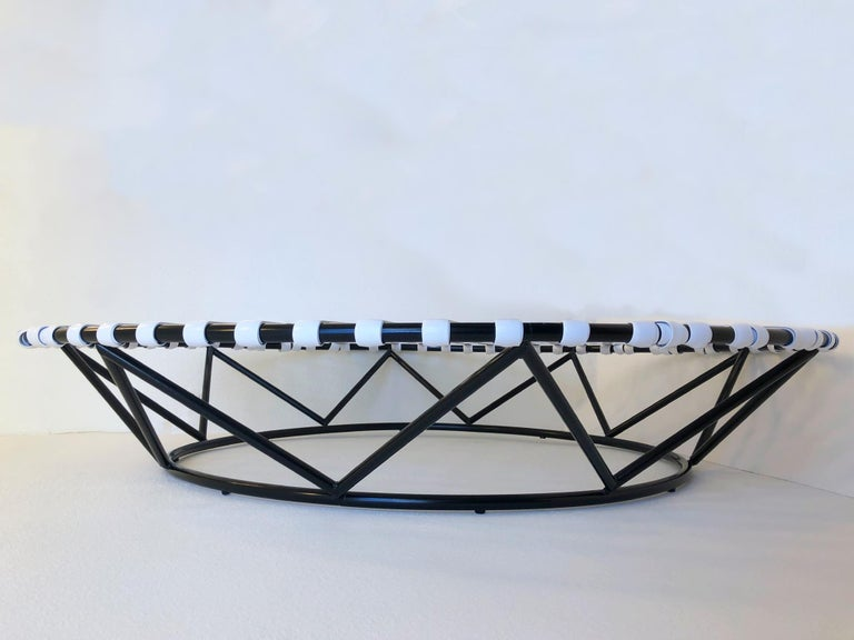 Black and White Outdoor Sun Circle Chaise by Tropitone In Excellent Condition For Sale In Palm Springs, CA