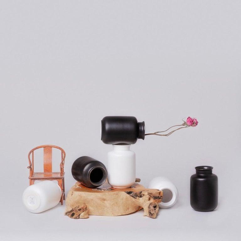 Black and White Porcelain Vase Set For Sale 4