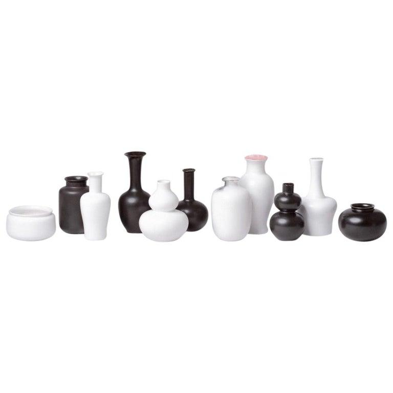 Black and White Porcelain Vase Set For Sale