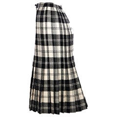567dd41c42c1 Vintage Valentino Skirts - 78 For Sale at 1stdibs
