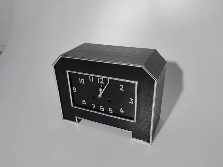 Schwarze Art Deco Schreibtischuhr 2