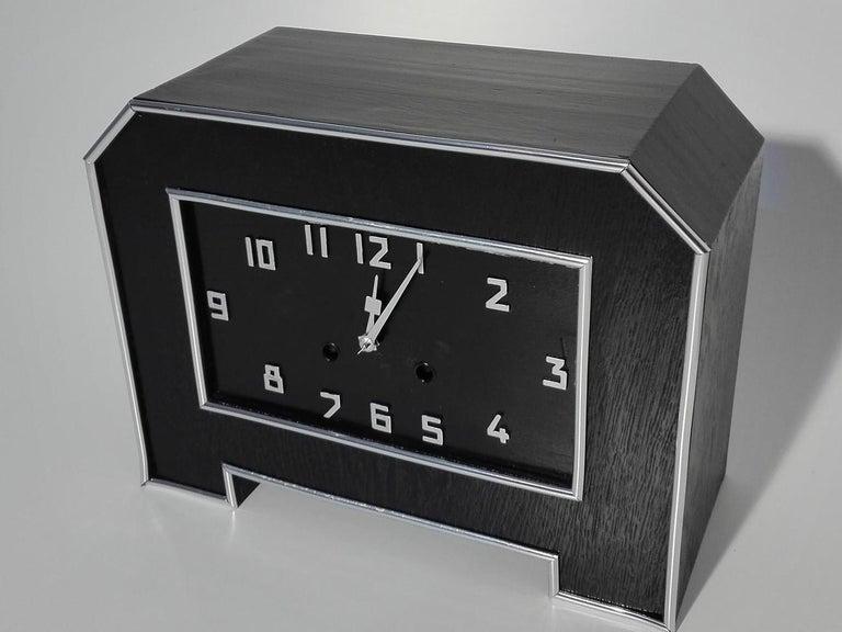 Schwarze Art Deco Schreibtischuhr 4