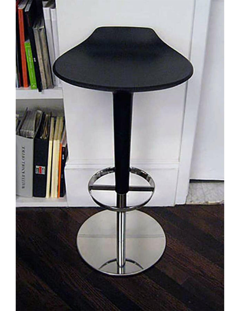 Chromed steel base, stem in black A14, polyurethane seat with backrest in black PU004. Measures: 14 5/8