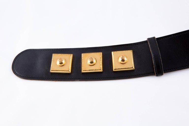Gorgeous black box calf leather Piano Hermès belt featuring plated gold hardware details, snap opening, adjustable length by three gold plated square snap. The interior is in camel leather with Hermes Paris, 24 Fbg Saint-Honoré stamp.  Total maxi