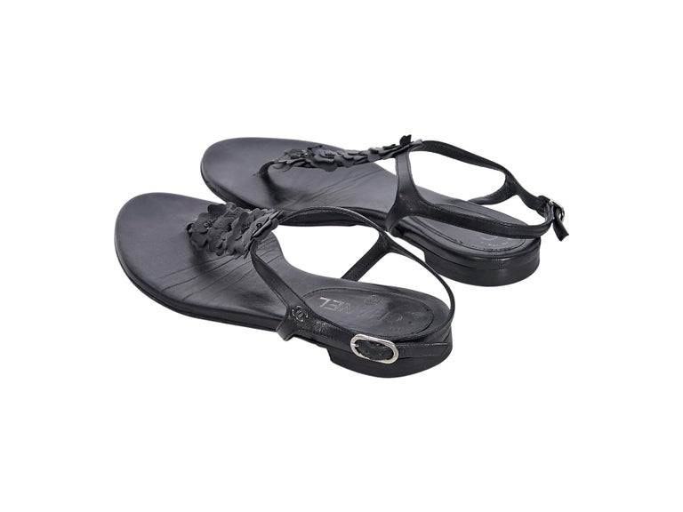Chanel Black Leather Thong Sandals In Good Condition For Sale In New York, NY