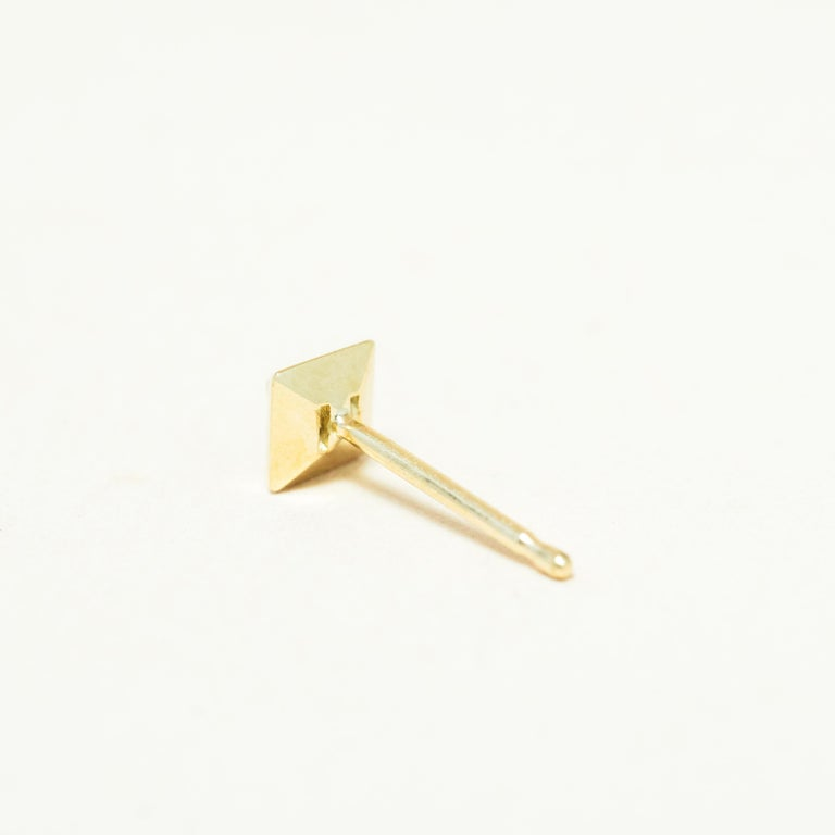 Contemporary Black Diamond 14 Karat Gold Formation Square Mini Stud For Sale