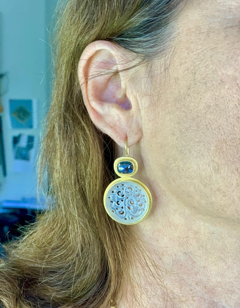 Black Diamond and Carved Jadeite Earrings in 22 and 20 Karat Gold In New Condition In New York, NY
