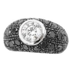 Black Diamond Pavé with 0.65 Carat White Diamond Centre 18 Karat Gold Ring