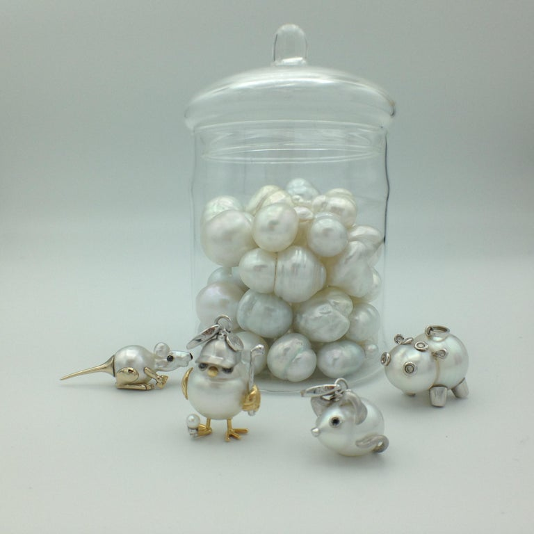 Black Diamond White 18 Kt Gold Pearl Pendant/Necklace and Charm Mouse Made in IT For Sale 9