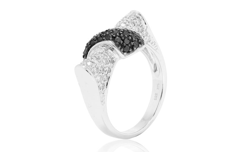 Round Cut Black Diamond White Diamond Gold Fashion Ring For Sale