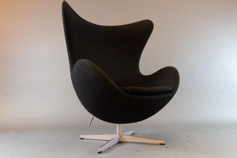Scandinavian Modern Black Egg Chair 3316 by Arne Jacobsen for Fritz Hansen, 2007