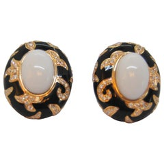 18k yellow gold, black enamel, diamonds, agate in Art Deco earrings