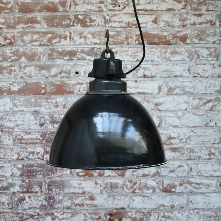 Black Enamel Vintage Industrial Bauhaus Pendant Lights, 1930s In Good Condition For Sale In Amsterdam, NL