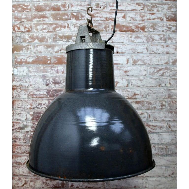 Black Enamel Vintage Industrial Metal Top Pendant Light In Fair Condition For Sale In Amsterdam, NL