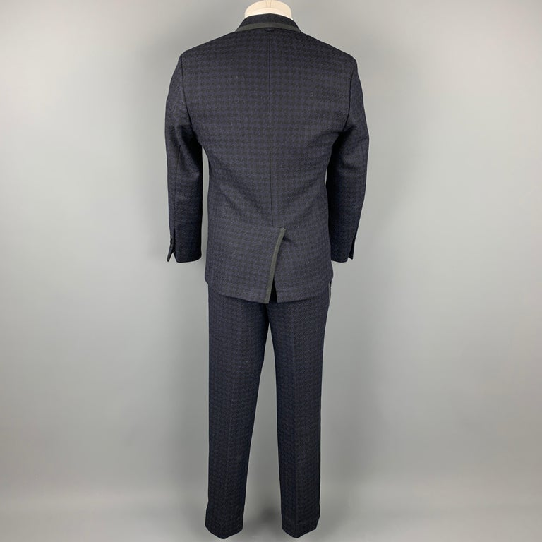 BLACK FLEECE Size 38 Black & Navy Houndstooth Wool Tuxedo Suit In Good Condition For Sale In San Francisco, CA