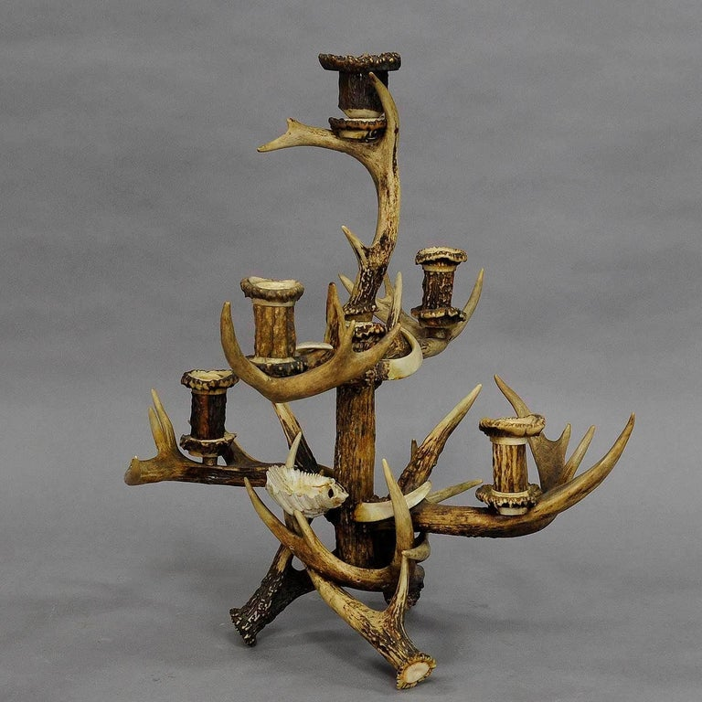 A very rare and great cabin decor style five-armed candelabra with fife candle spouts. made of original deer and Virginia deer antlers spouts made of turned horn roses and carved horn decorations. manufactured in Germany, ca. 1900.  Measures: