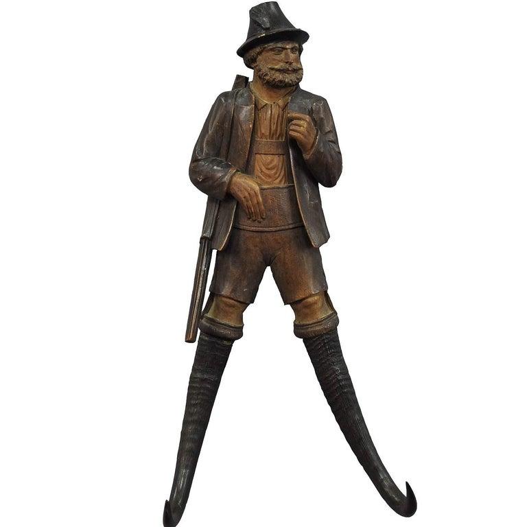 Handgeschnitzte Jäger-Figur als Peitschenhalter, Brienz, um 1890 1