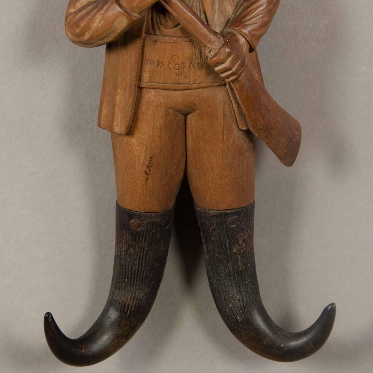 Black Forest Hand-Carved Wood Hunter Whip Holder, 1890 In Excellent Condition For Sale In Berghuelen, DE