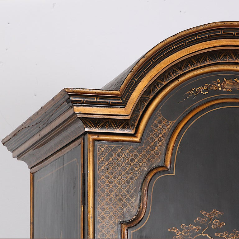 Black and Gilt Lacquered 'Japanned' Armoire from Paris For Sale 5