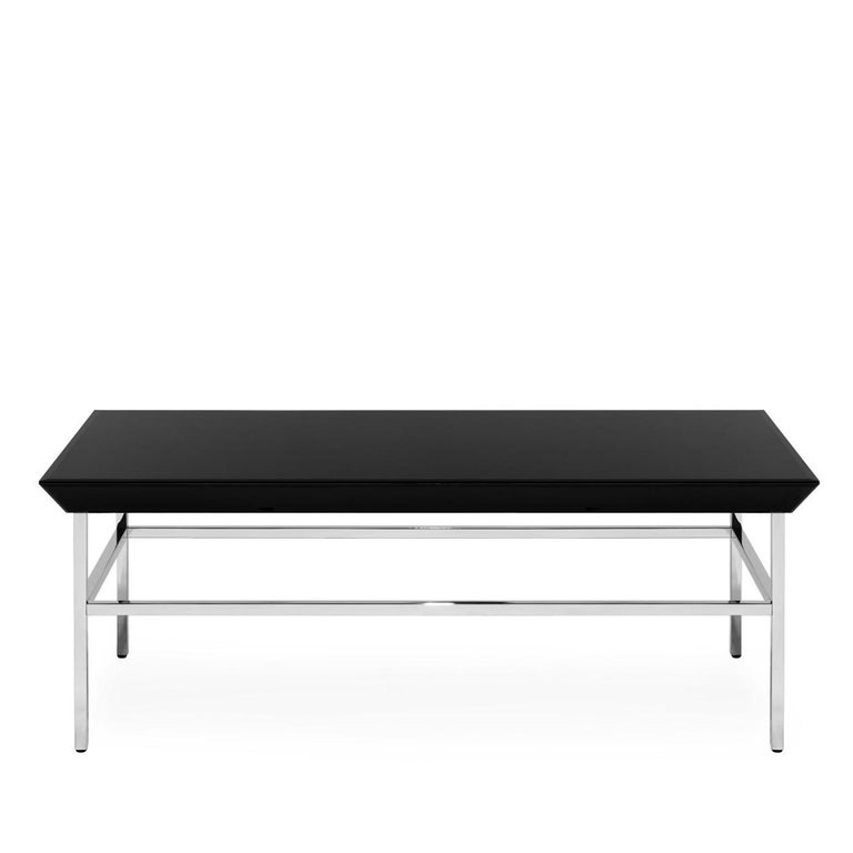 The simple, stylized design of this clean-lined coffee table makes it perfect for a variety of palettes and styles. The chromed metal structure is enhanced by the black lacquered glass top, which will add style and character to your décor. Perfect