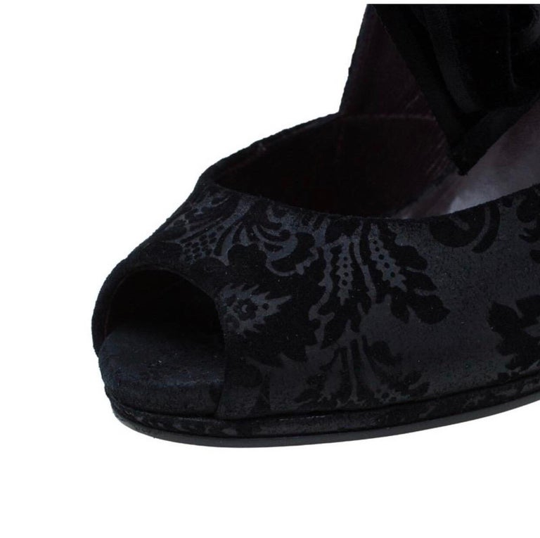 Black Gucci Suede Brocade Pineapple High Heel Sandals Pumps with Velvet Bow Tie For Sale 7
