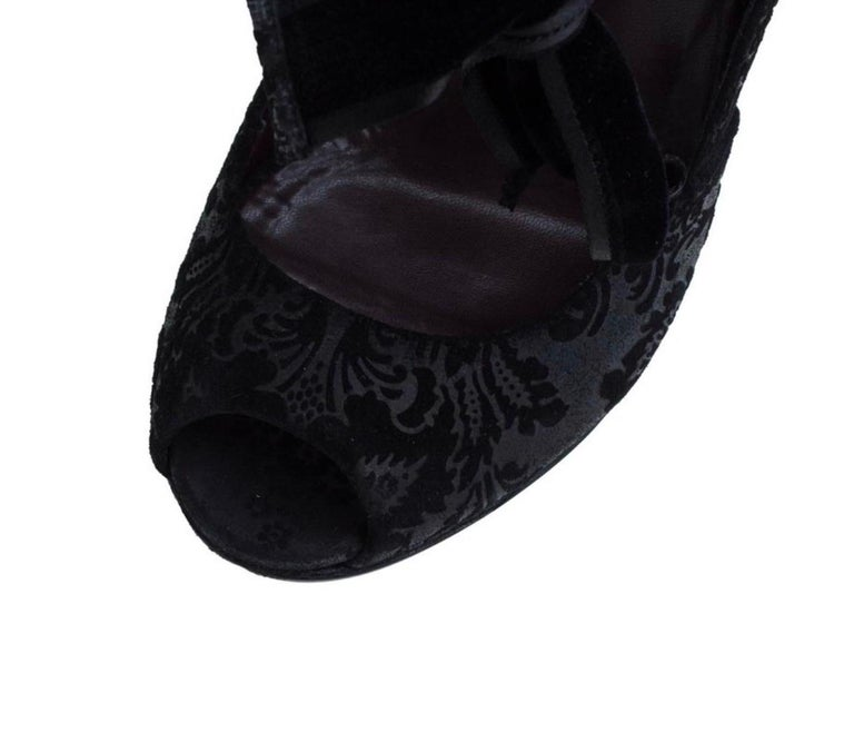 Black Gucci Suede Brocade Pineapple High Heel Sandals Pumps with Velvet Bow Tie For Sale 8
