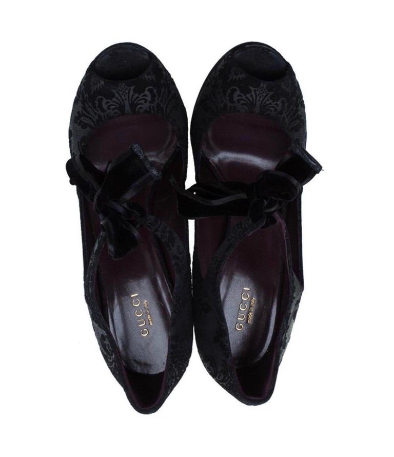 Black Gucci Suede Brocade Pineapple High Heel Sandals Pumps with Velvet Bow Tie For Sale 4