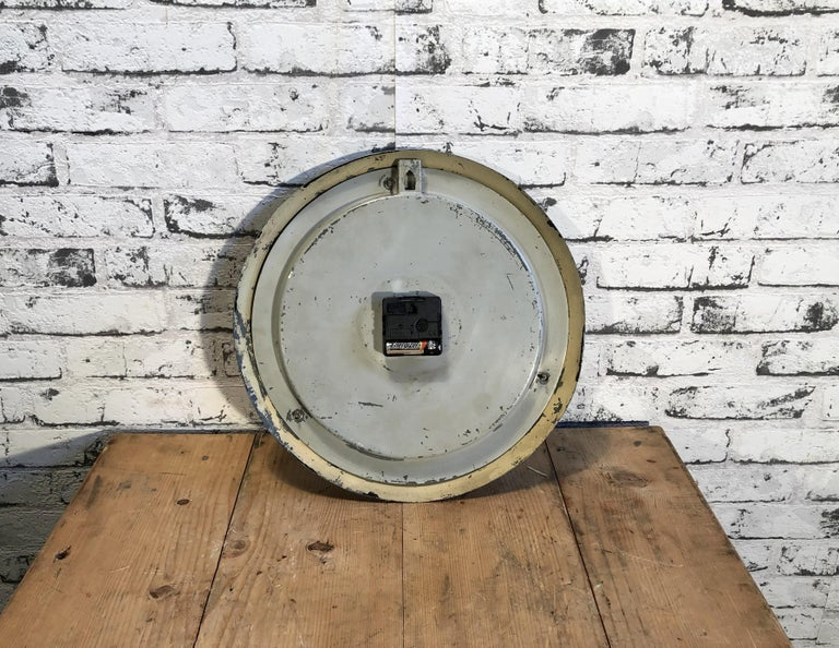 Black Industrial Factory Wall Clock from Siemens, 1950s For Sale 2